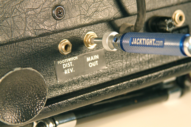 JackTight repairs guitar amps.
